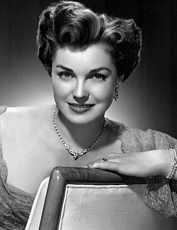 naissance-esther-williams/580px-esther-williams---portrait-jpg.jpeg