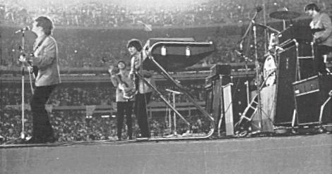 les-beatles-au-shea-stadium/beatles-shea-stadium-1965-jpg.jpeg