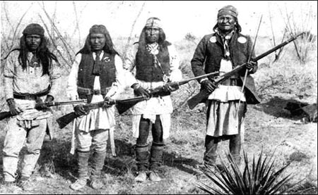 mort-du-chef-geronimo/geronimo-with-apache-warrio15-jpg.jpeg