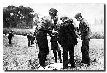 creation-du-premier-camp-scout-de-robert-baden-powell/1907-at-brownsea17.jpg