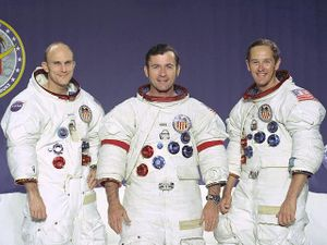 lancement-dapollo-16/apollo16crew3153-jpg.jpeg