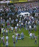 sports-tragedie-au-stade-de-sheffield/fansonpitch7994-jpg.jpeg