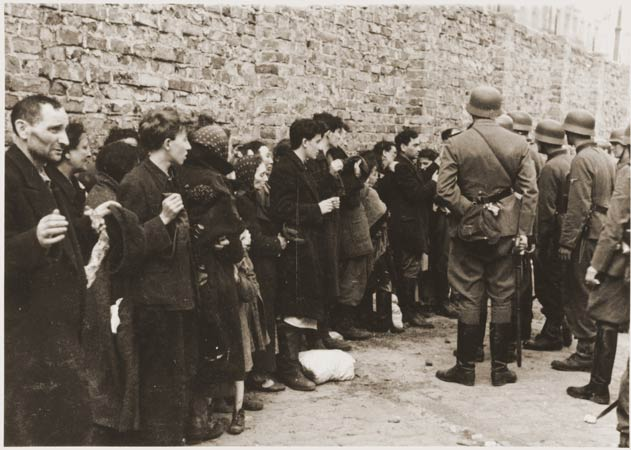 debut-de-linsurrection-generale-des-60-000-survivants-du-ghetto-de-varsovie-/warsaw-ghetto444455-jpg.jpeg