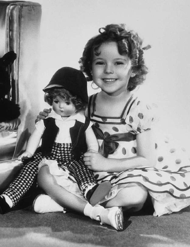 shirley-temple-cinq-ans-vedette-du-film-stand-up-and-cheer/shirley-stand-up24-jpg.jpeg