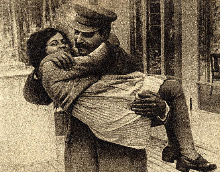 la-fille-de-joseph-stalin-senfuie-vers-les-etats-unis/joseph-stalin-with-daughter-svetlana1-jpg.jpeg
