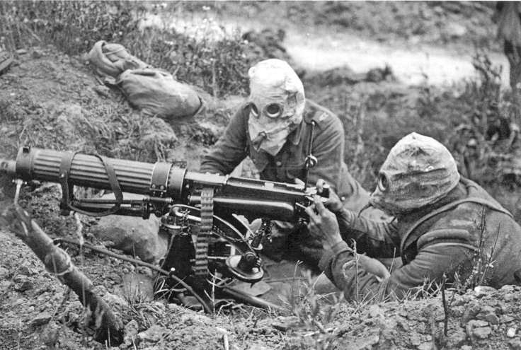 la-premiere-utilisation-de-gaz-asphyxiants/vickers-machine-gun-crew-with-gas-masks13049-jpg.jpeg