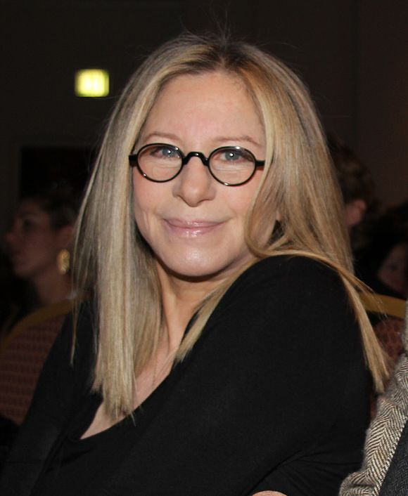 naissance-barbra-streisand-actrice-et-chanteuse/580px-barbra-streisand-at-health-matters-conference-jpg.jpeg