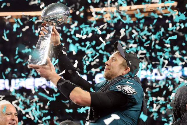 sports-les-eagles-remportent-le-super-bowl-face-aux-patriots/1508366-nick-foles-ete-designe-joueur-1-jpg.jpeg