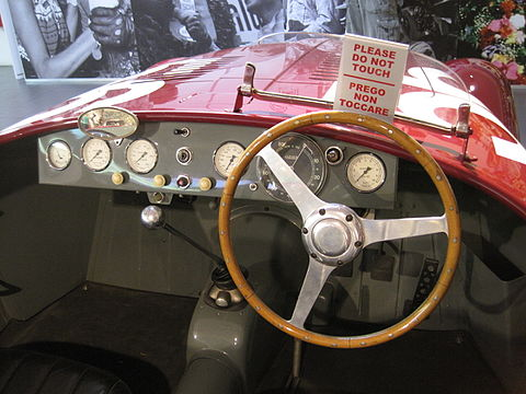 premiere-course-pour-une-ferrari/480px-collection-car-musee-ferrari-002-jpg.jpeg