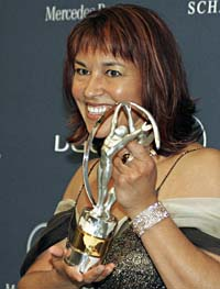 sports-chantal-petitclerc-remporte-le-prix-de-lathlete-handicape-de-lannee/chantal-petitclerc-laureus-cp2232-jpg.jpeg