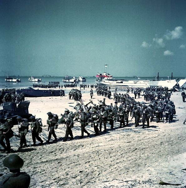 nombre-de-soldats-canadiens-morts/canadian-soldiers-on-juno-beach7257.jpg