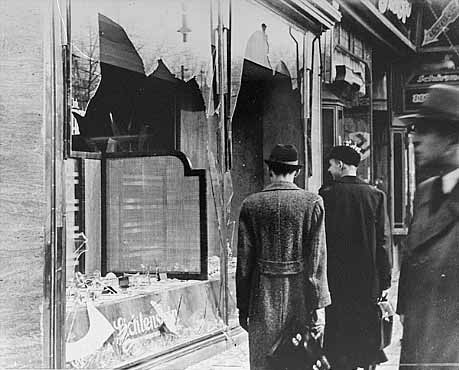 tragique-nuit-de-cristal-en-allemagne/kristallnacht-example-of-physical-damage2232-jpg.jpeg