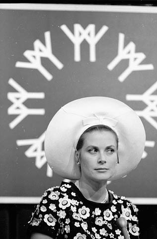 naissance-grace-kelly/grace-kelly-pressconf-expo67-jpg.jpeg