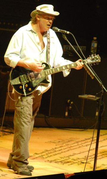 naissance-neil-young/ny-ottawa-jul-2006-jpg.jpeg
