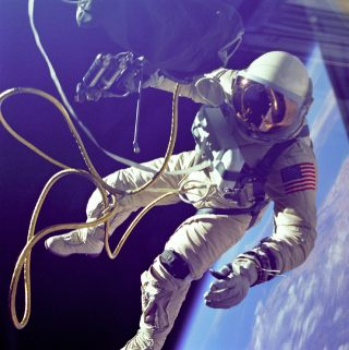 naissance-edward-h--white-astronaute/ed-white-spacewalk-jpg.jpeg