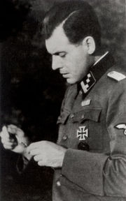 josef-mengele-devient-lofficier-medical-en-chef-du-camp-de-concentration-dauschwitz/josef-mengele17-jpg.jpeg