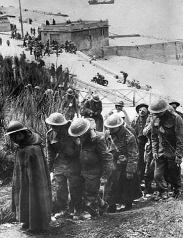 operation-dynamo-a-dunkerque/captured-by-the-germans-on-beach-jpg.jpeg