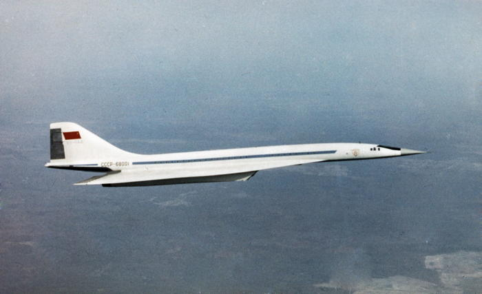 premier-vol-en-occident-de-lavion-supersonique-russe-tupolev-144/clip-image016-jpg.jpeg