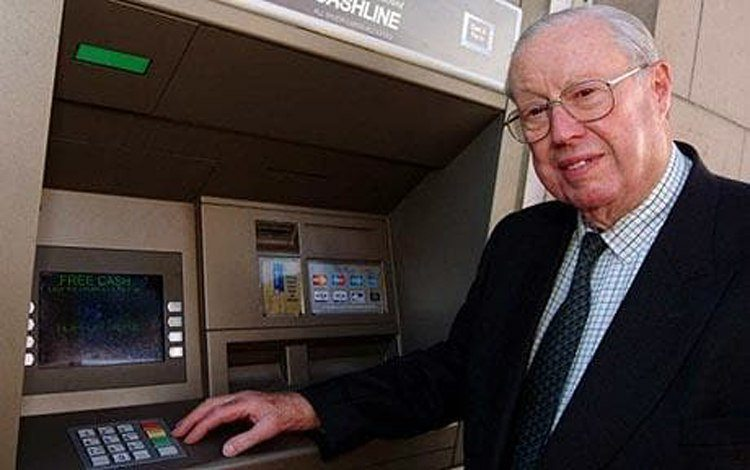le-premier-guichet-automatique/what-the-world8217s-first-atm-machine-looks-like-after-50-years-4-jpg.jpeg