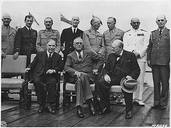 fin-de-la-conference-a-la-citadelle-de-quebec-de-mm--churchill-roosevelt-et-king/wlmk-fdr-wc-and-officers-at-quebec-conference-jpg.jpeg