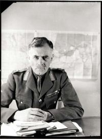andrew-george-latta-mcnaughton-prend-le-commandement-du-7th-army-corps/lgen-andrew-mcnaughton1942374242-jpg.jpeg