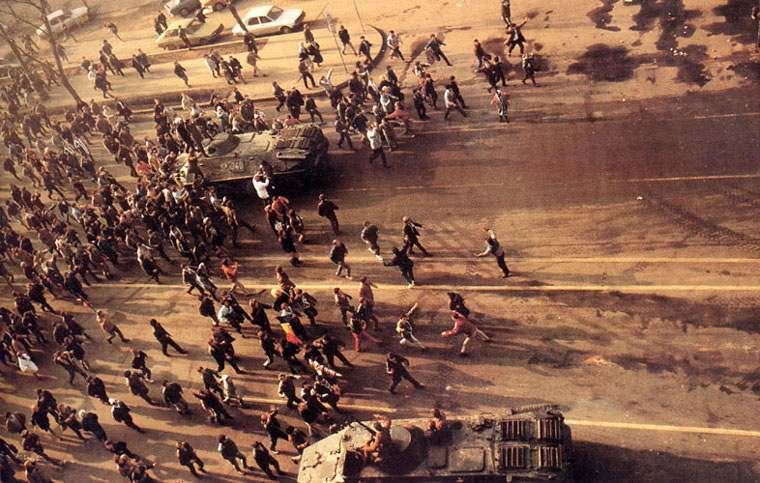 insurrection-en-roumanie/revolutie-strada-multime-gr4043.jpg