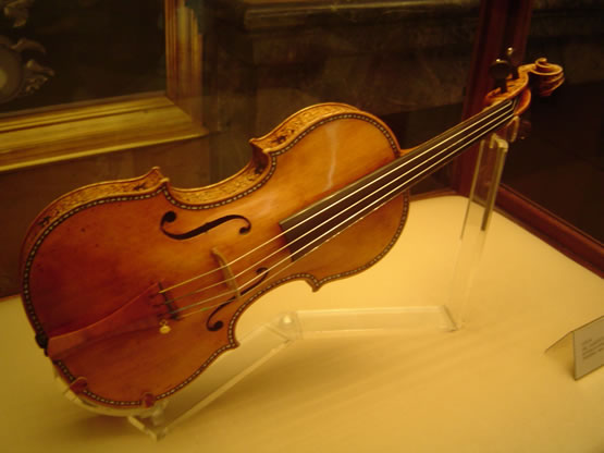 deces-antonio-stradivarius/stradivarius-violin-music465.jpg