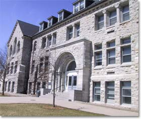 fondation-de-luniversite-queen-a-kingston/kingstonhall.jpg