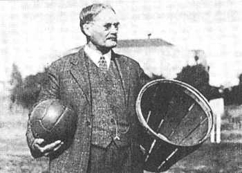 sports-premier-match-de-basketball/naismith.jpg