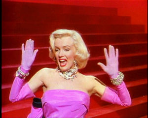 naissance-marilyn-monroe/300px-gentlemen-prefer-blondes-movie-trailer-screenshot-.jpg