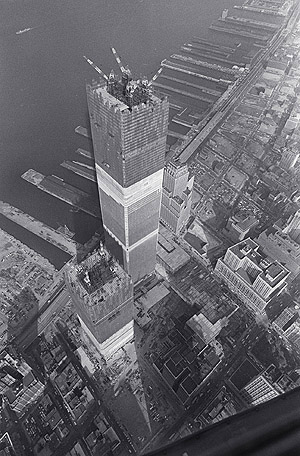 le-world-trade-center-atteint-sa-hauteur/wtc-underconstruction.jpg