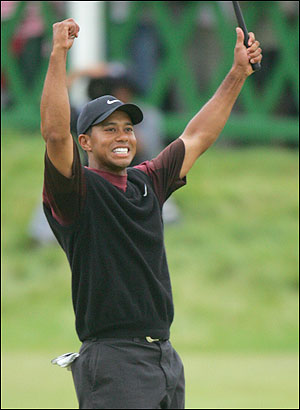 naissance-tiger-woods/tiger-arms-up-25.jpg