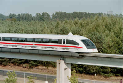 le-train-le-plus-rapide-au-monde-est-inaugure-en-chine/transrapid-mid33.jpg