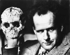 deces-sergei-eisenstein/sergei-eisenstein-with-skull.jpg