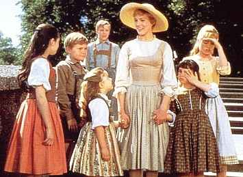 naissance-maria-von-trapp/sound-of-music-maria-and-von-trapp-children.jpg