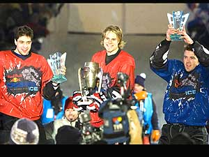sports-red-bull-crashed-ice-en-patinage-extreme-deux-quebecois-sur-le-podium/red-bull-crashed-ice106.jpg