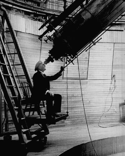 deces-percival-lowell/percival-lowell-observing-mars-from-the-lowell-observatory2.jpg