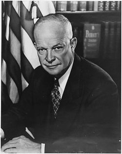 naissance-david-dwight-eisenhower/250px-dwight-d-eisenhower-official-photograph3839.jpg