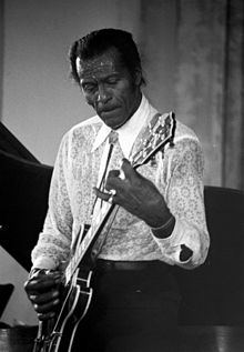 deces-chuck-berry/220px-chuck-berry51.jpg