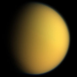 christiaan-huygens-decouvre-titan-un-satellite-naturel-de-saturne/titan-in-natural-color-cassini1115.jpg