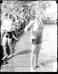 sports-johnny-weissmuller-etablit-deux-records-du-monde/johnny-weissmuller2734.jpg