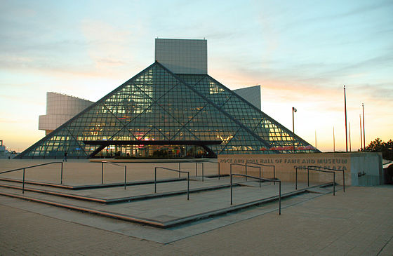 le-temple-de-la-renommee-du-rock-and-roll/rock-and-roll-hall-of-fame-sunset.jpg