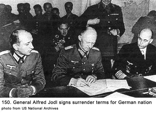 les-allemands-signent-la-reddition-sans-conditions-a-reims/german-surrender-23-15043-1.jpg